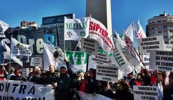 Histórica manifestación de periodistas de todo el país en repudio a despidos y precarización en el sector