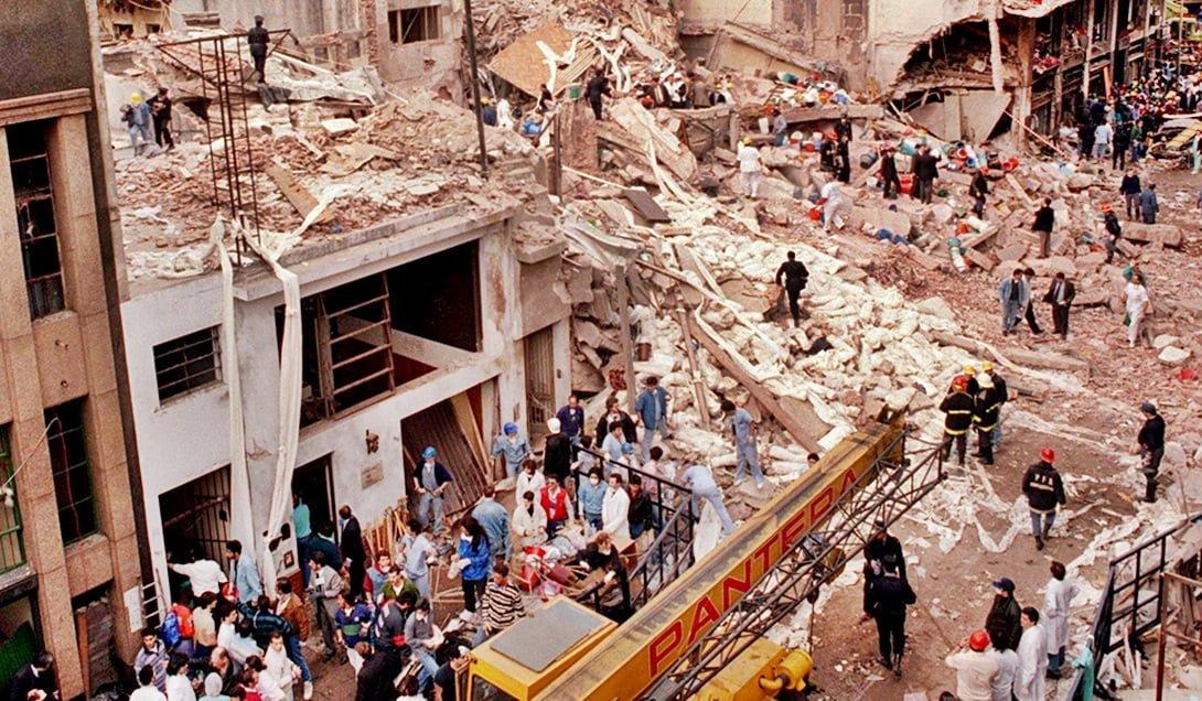 Hace 22 años volaron la mutual judía en Buenos Aires, antes sucedió lo mismo con la Embajada de Israel, sin que nunca se hallaran a los culpables.