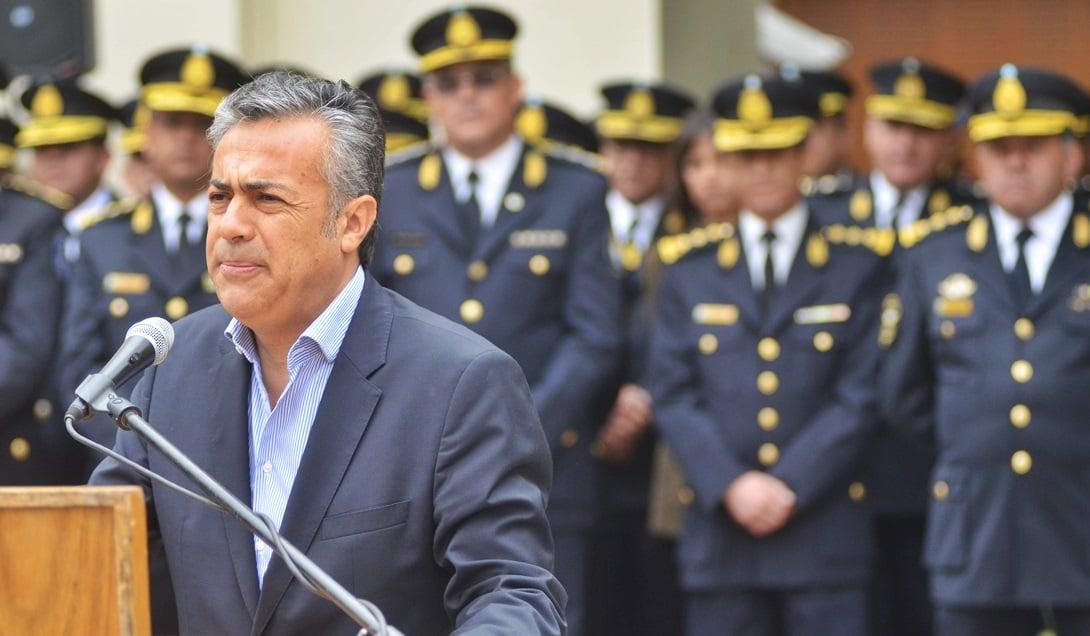 Cornejo atribuyó a una conspiración de una mafia de policías la difusión de fotos que muestran al hijo del jefe de la Policía usando caballos de la División Montada para pasear. Foto: Archivo - Prensa Gobierno de Mendoza