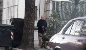 Revocaron la prisión domiciliaria a un represor que fue fotografiado en la calle paseando un perro