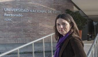 La izquierda denunció que el decano de Filosofía y Letras ordenó quitar los carteles de la cátedra de Noelia Barbeito
