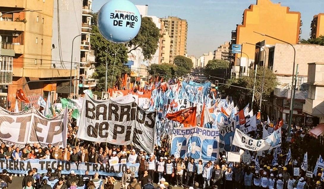 Una movilización de organizaciones políticas y sociales se produjo este domingo en consonancia con la celebración católica de San Cayetano.