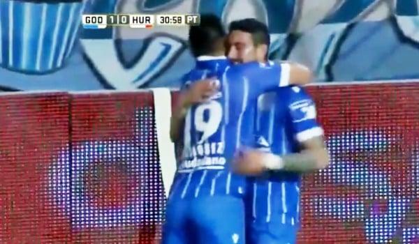 Sigales marcó el primer gol del torneo para el Toba.