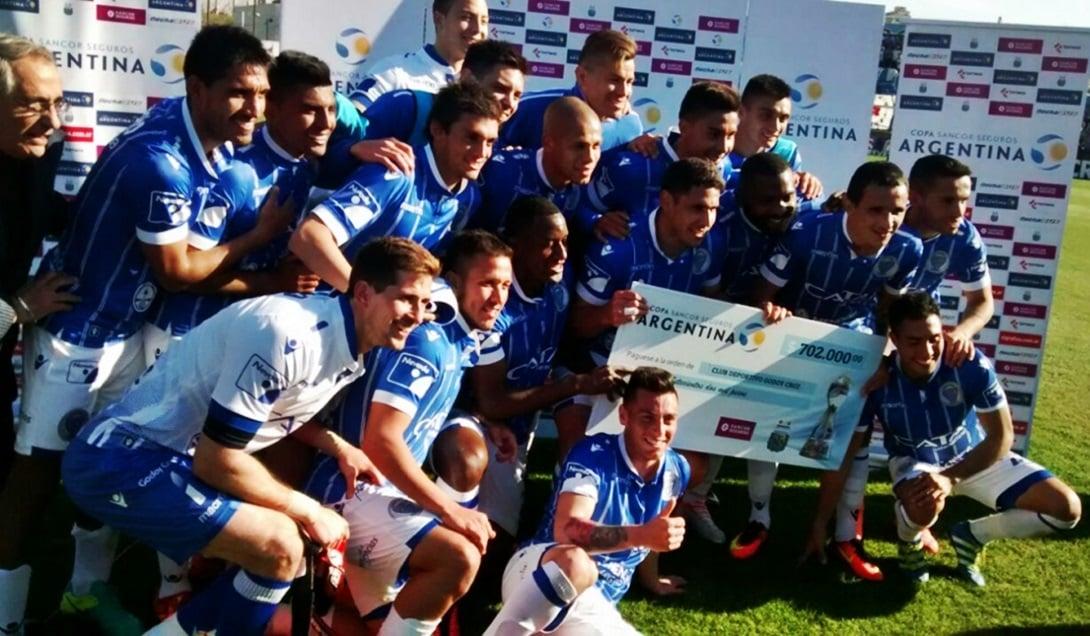 El Tomba pasó a cuartos de final de la Copa Argentina.