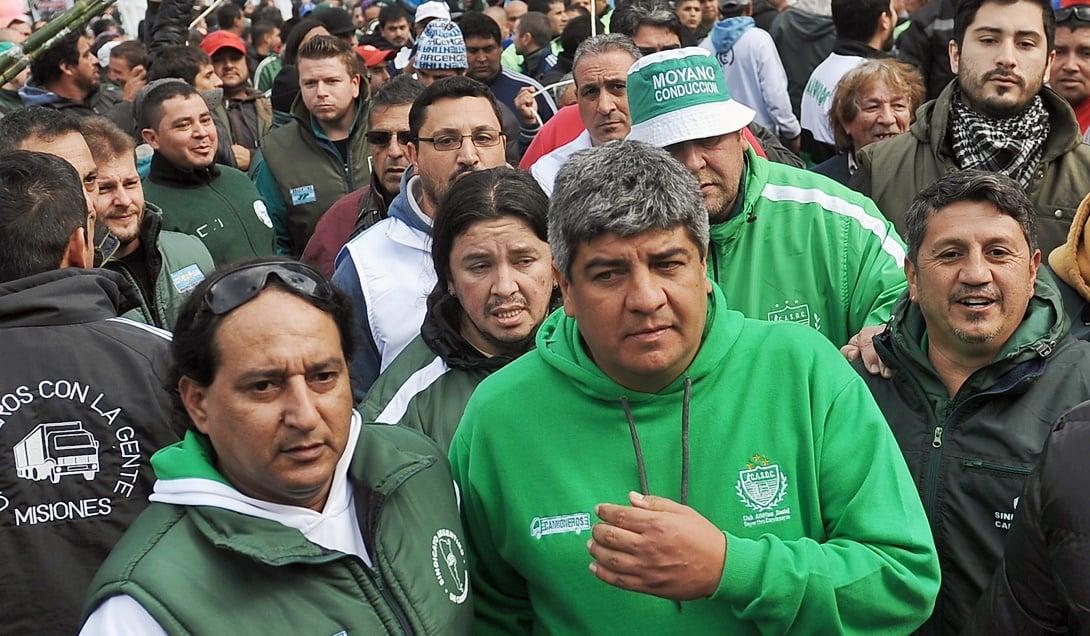 Camioneros y otros gremios cegetistas se plegaron a la Marcha Federal contra Macri que surgió de un acuerdo entre las CTA.