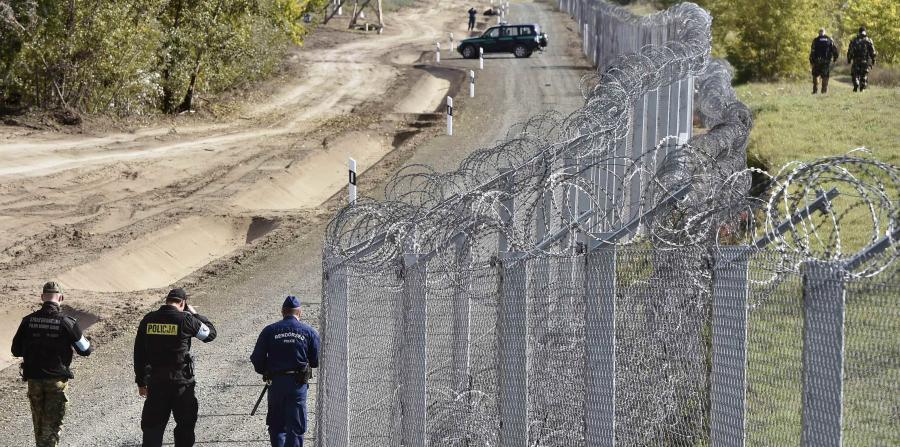 """Hungría comenzó la construcción de una valla antimigratoria """"experimental"""" de alta tecnología en la frontera con Serbia"""