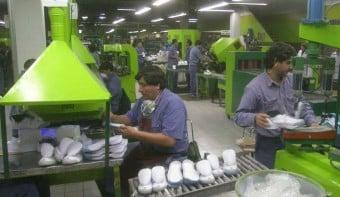 Alpargatas paró su producción y aplicó suspensiones y vacaciones forzadas para 3600 empleados