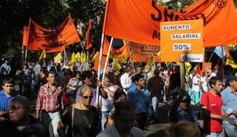 Séptimo paro nacional de estatales contra la política salarial del macrismo: en Mendoza se movilizaron a Casa de Gobierno
