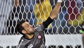 Una atajada de Torrico fue decisiva para que San Lorenzo ganara el clásico